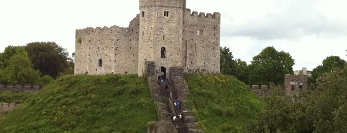 Cardiff Castle / Castell Caerdydd is one of Favorite places in the UK.