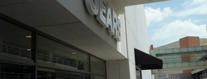 Sears is one of Locais curtidos por Axel.