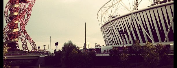 London 2012 Olympic Park is one of Locais curtidos por Donna.