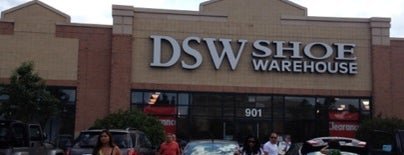 DSW Designer Shoe Warehouse is one of Orte, die Joan gefallen.