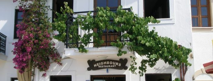 Neighbours Restaurant is one of Locais curtidos por Cennet.