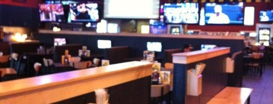 Buffalo Wild Wings is one of Scottさんのお気に入りスポット.