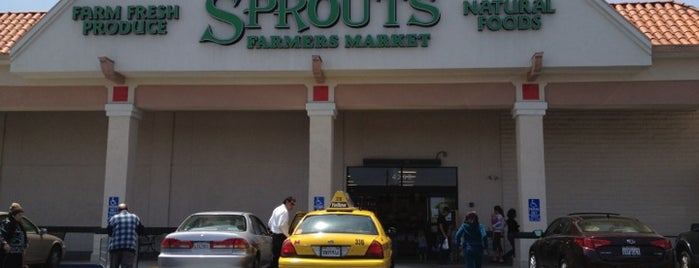 Sprouts Farmers Market is one of Michaelさんのお気に入りスポット.