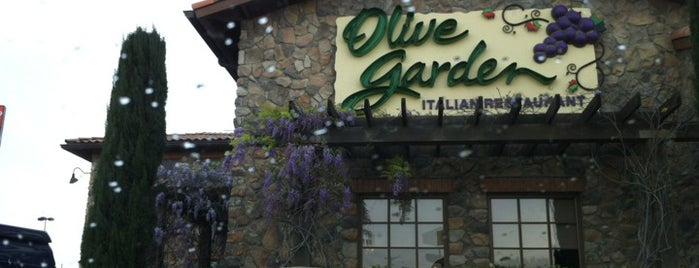 Olive Garden is one of Tempat yang Disukai Angelle.