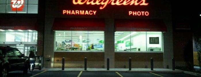 Walgreens is one of สถานที่ที่ Michael ถูกใจ.