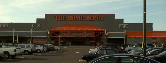 The Home Depot is one of Orte, die Andrew gefallen.