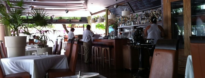 The Glass Bar Di Vine is one of Cancun Gourmet Premium Members.