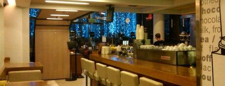 aroma espresso bar is one of Уютненько посидеть.