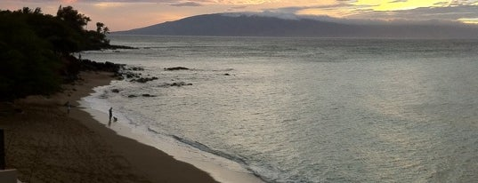 Kahana Beach Resort is one of Lieux qui ont plu à Barry.