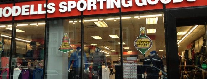 Modell's Sporting Goods is one of Orte, die ann gefallen.