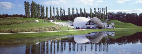 Openluchttheater is one of Tempat yang Disukai Iris.