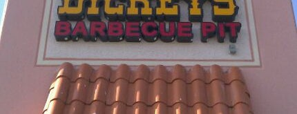 Dickey's Barbeque Pit is one of Tempat yang Disukai Val.