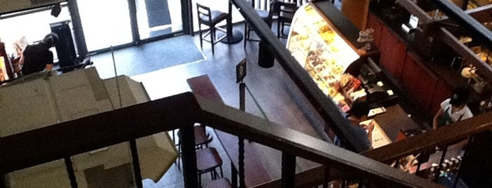 Starbucks is one of Orte, die Simo gefallen.