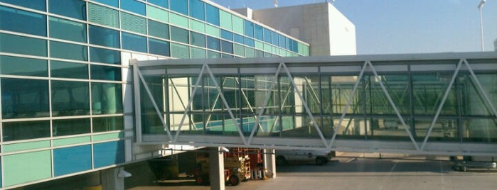 Springfield-Branson National Airport (SGF) is one of Free WiFi Airports 2.