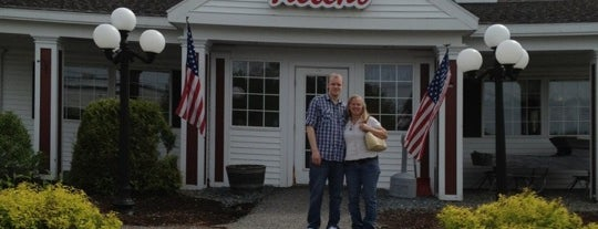 Helen's Restaurant is one of Tempat yang Disimpan Gulsin.