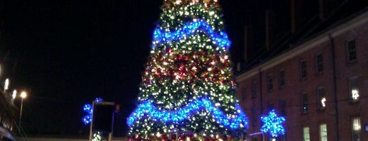 South Street Seaport Christmas Tree is one of NYCphotos 님이 저장한 장소.