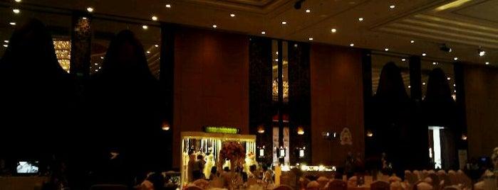 Shangri-La Hotel is one of Lieux qui ont plu à Gordon.