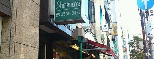信濃屋 新橋店 is one of QKさんのお気に入りスポット.