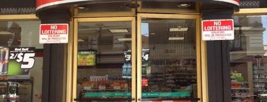 7-Eleven is one of Locais curtidos por Chris.