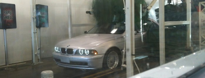 Mister Car Wash & Express Lube is one of Tempat yang Disukai Matt.