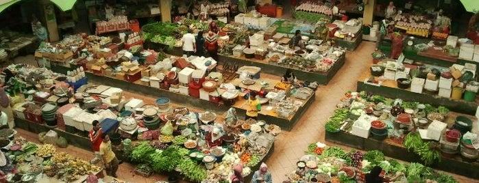 Pasar Besar Siti Khadijah is one of Neu Tea's Kota Bharu Trip.
