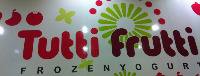 Tutti Frutti Frozen Yogurt is one of Lugares favoritos de Jennifer.