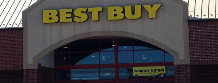 Best Buy is one of Tempat yang Disukai Mark.