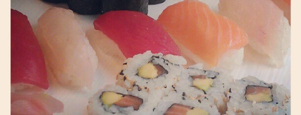 Yooki Sushi is one of Lugares favoritos de Justin.