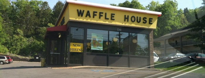 Waffle House is one of Locais curtidos por Jeff.