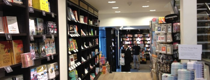 Waterstones is one of Lugares favoritos de Carl.