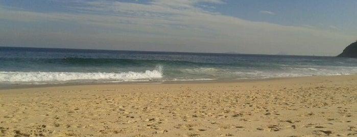 Praia de Itacoatiara is one of Os 10 melhores picos de surf do Rio de Janeiro.