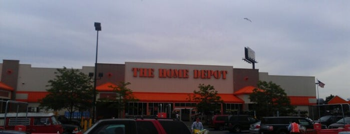 The Home Depot is one of Dさんのお気に入りスポット.