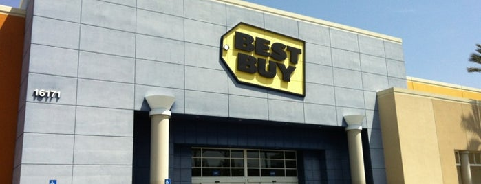 Best Buy is one of Orte, die Ailie gefallen.