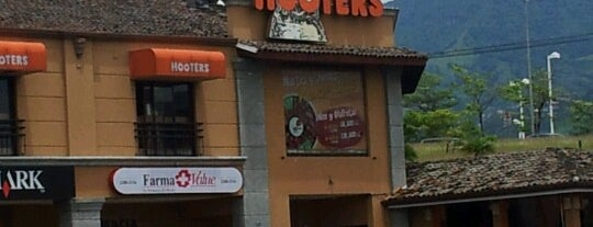 Hooters is one of Pepe 님이 좋아한 장소.