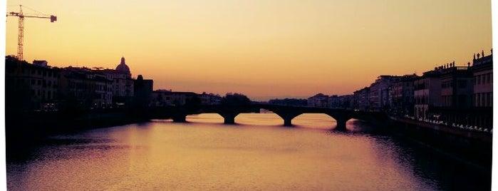 Ponte Santa Trinità is one of 101 posti da vedere a Firenze prima di morire.