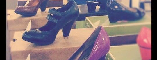 DSW Designer Shoe Warehouse is one of สถานที่ที่ Kyle ถูกใจ.