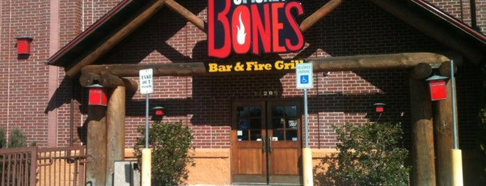 Smokey Bones Bar & Fire Grill is one of Orte, die Don gefallen.