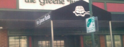 The Greene Turtle is one of Lieux qui ont plu à Maddie.