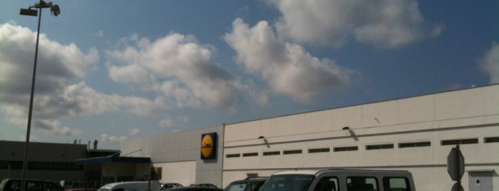 Lidl is one of Locais curtidos por Pedro.
