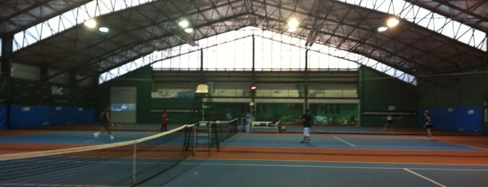 Club Sporium Tenis Kortları is one of Levent.