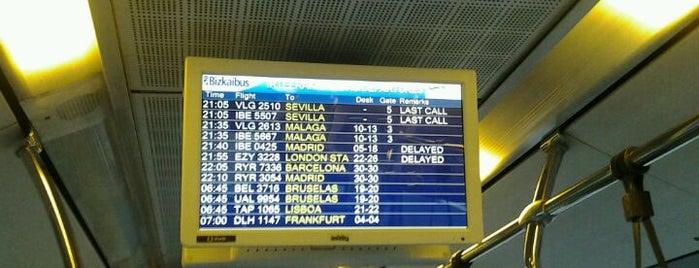 Bizkaibus A3247 Bilbao - Aeropuerto is one of Louise'nin Beğendiği Mekanlar.