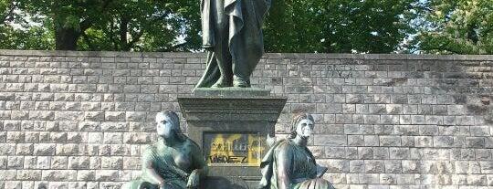Schillerpark is one of สถานที่ที่ Selcuk ถูกใจ.