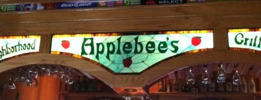 Applebee's Grill + Bar is one of Scott'un Beğendiği Mekanlar.
