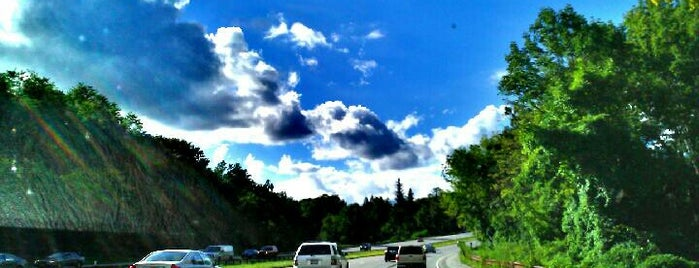 Taconic State Parkway is one of Locais curtidos por Erik.