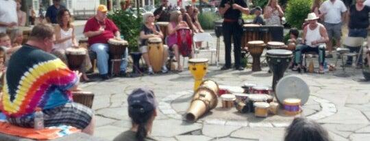Village Green Woodstock NY is one of Orte, die Gabbie gefallen.