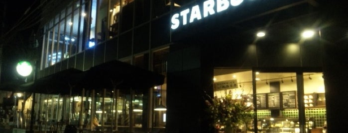Starbucks is one of Lieux qui ont plu à モリチャン.