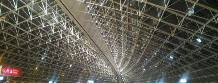パリ・シャルル・ド・ゴール空港 (CDG) is one of Airports.