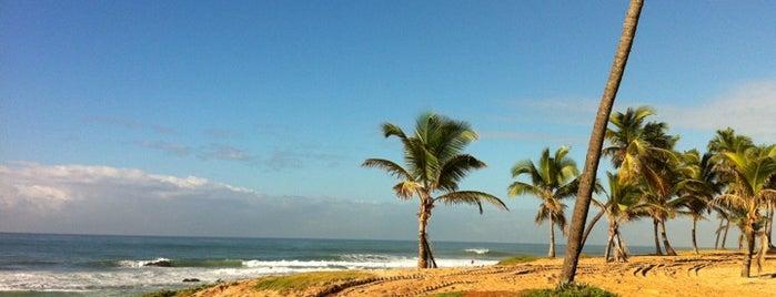 Praia de Stella Maris is one of Points de Salvador.