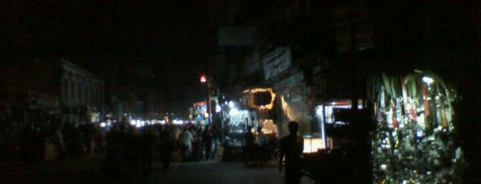 Anarkali Bazaar is one of Orte, die Asim gefallen.