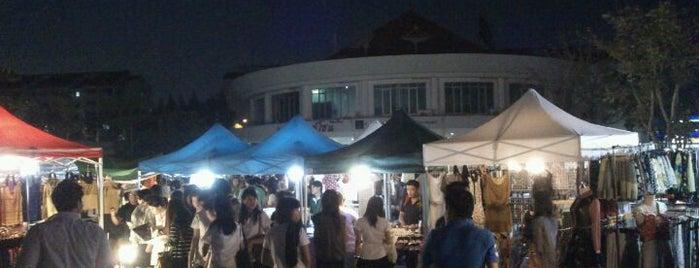 Thammasat Market is one of Lieux qui ont plu à Ariel Kanko.